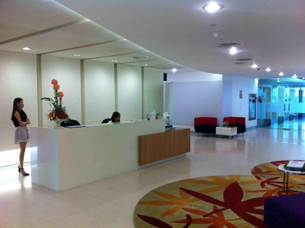 Charn Issara Tower 2 Office for Rent  The Building is located in prime location between Soi Thonglor and Soi Ekkamai. Easily commuted by BTS, MRT, highway, boat, and bus. ออฟฟิศให้เช่าที่อาคารชาญอิสสระ 2  อาคารตั้งอยู่ใจกลางเมืองระหว่างทองหล่อและเอกมัย เด